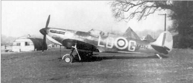 «Спитфайр» Х4382 пайлот-офицера «Педро» Хэнбэри из 602-й эскадрильи, Уестхэмпнетт, август 1940г. На этом самолете Хэнбэри лично сбил два самолета и один в группе.