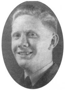 Сержант Бэзил «Джинджер» Уэлл начал боевую карьеру над Норвегией в качестве пилота истребителя «Гладиатор» в составе 263-й эскадрильи; первую победу (Do-17) одержал 23 мая 1940г. В июле был переведен в 602- ю эскадрилью, где летом 1940г. сбил шесть самолетов лично, два в группе, два повредил, две победы не подтверждены. 7 октября тяжело раненый летчик разбился на посадке, его «Спитфайр» получил повреждения от огня стрелков Do-17 над Бригхтоном.