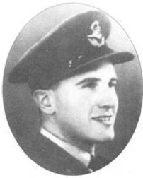 Как и большинство летчиков 609-й эскадрильи пайлот-офицер Дэвид Крук принял боевое крещение во время битвы за Британию. К концу лета на его счету было пять личных побед, две — в группе, две неподтвержденные победы, два поврежденных самолета. За свои достиж ения он был награжден Крестом за летные заслуги. Крук погиб в 1944г. будучи летчиком-инструктором.