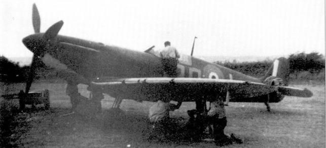 «Спитфайр Мк I» R6699/PR-L пайлот-офицера Дэвида Крука, Уэрмуелл, 13 августа 1940г. Крук только что сбил Bf 109 из /I./JG-53 над Пул-Харбором.