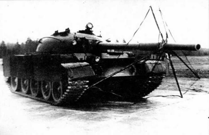 Танк Т-62, оборудованный комплексной экранной защитой ЗЭТ-1