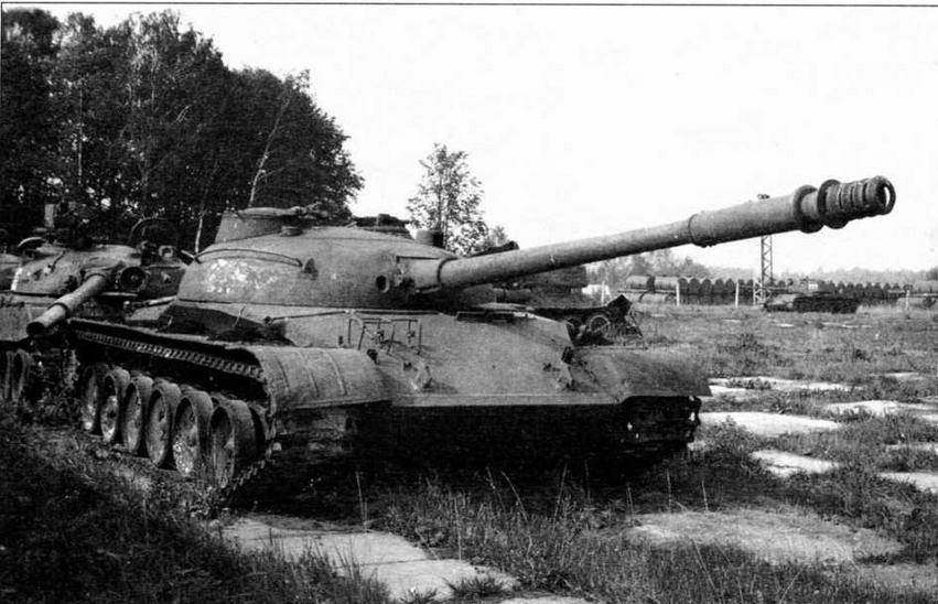 Опытный образец среднего танка «объект 140». Эта машина вооружена 100-мм пушкой Д-54ТС