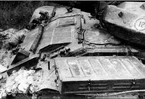 и накладная броня на верхнем лобовом листе корпуса (фото справа)