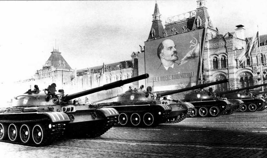 Танки Т-62 впервые приняли участие в параде на Красной площади 7 ноября 1967 года