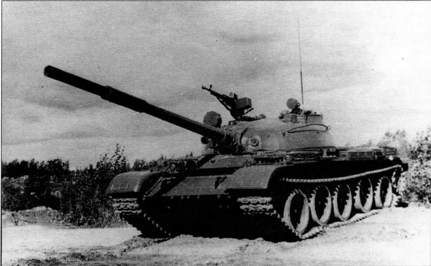 Танк Т-62 выпуска 1972 года. Главным внешним отличием стала установка крупнокалиберного зенитного пулемета на люке заряжающего