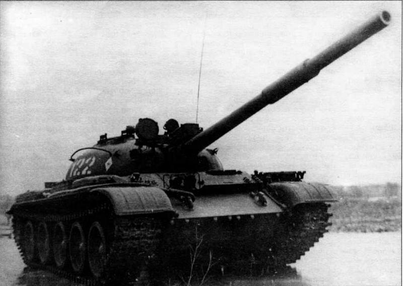 С 1975 года часть танков Т-62 была оснащена лазерным дальномером КДТ-1, устанавливавшимся над стволом пушки