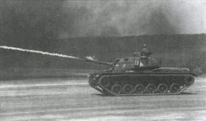 Вверху: огнеметный танк М67А1; внизу: М67А1 во время демонстрационных стрельб в Форт Ноксе в июне 1961 года