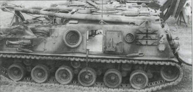 БРЭМ М88. Через открытую бортовую дверь хорошо видно обширное свободное пространство внутри рубки