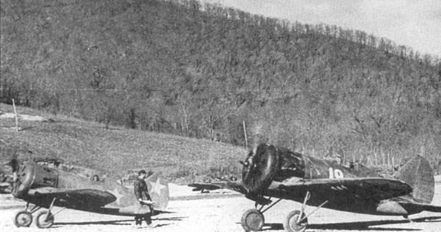 Истребители И-16 на аэродроме Моздок, Северный Кавказ, 1943 г.