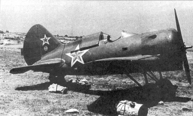 Самолет УТИ-4 выпуска завода № 458 из состава 2-го гвардейского истребительного авиационного полка ВВС Северного флота, снимок сделан в 1942 г.