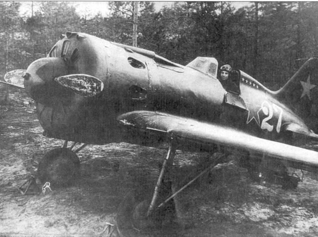 В кабине И-16 тип 24 – лейтенант Кричевский. Обратите на белые звездочки, которыми отмечены победы Кричевского в воздушных боях.