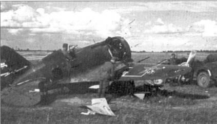 Специалисты люфтваффе изучают трофейный истребитель И-16 тип 17, Украина, лето 1941 г.