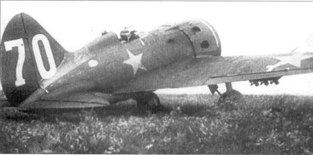 И-16, под крылом подвешены реактивные снаряды PC-132.
