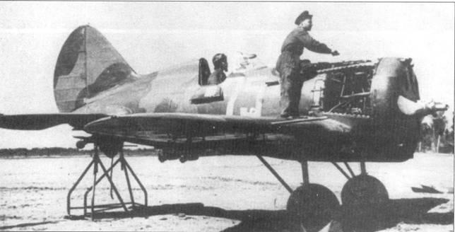 И-16 тип 29 из 71-го истребительного авиационного полки, пристрелки бортового оружия. Хвост самолета установлен на козлы в линию полети.