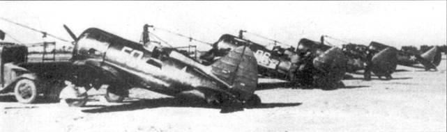 Истребители И-16 тип 5 перед взлетом.