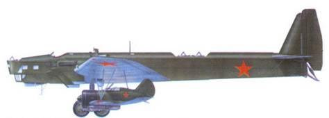 «Звено-СПБ», в качестве авиаматки использовался бомбардировщик ТБ-3, под крылом подвешено два самолета И-16СПБ тип 5.