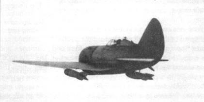 В свободном полете И-16СПБ с двумя 250-кг бомбами.