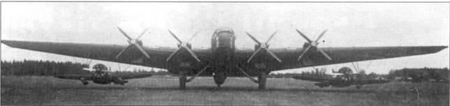 «Звено-СПБ» – два истребителя И-16СПБ под крылом бомбардировщика ТБ-3 с двигателями М-34.