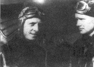 Командир подразделения И-16СПБ капитан Шубиков (слева) и командир 96-й отдельной истребительной авиационной эскадрильи ВВС Черноморского флота капитан Коробыстин.