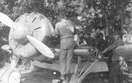 Техническое обслуживание истребителя И-16 на румынской авиабазе.