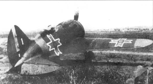 Вид 1/4 сзади справа на румынский И-16.