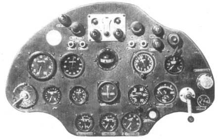 Приборная доска истребителя И-16 тип 10.