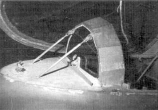 Бронестекло, установленное в передней части кабины.