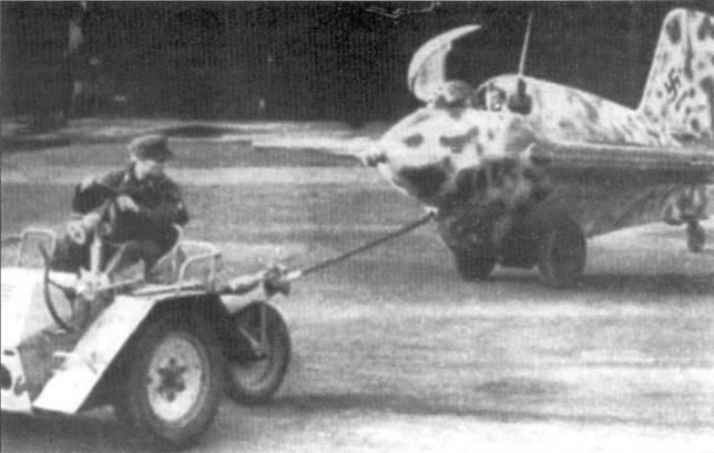 Scheuschlepper с Me 163 на буксире.