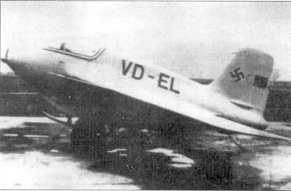 Me 163В (V2, VD+EL). Это оригинальный снимок из архива Меесеришитта. Обычно публикуют ретушированный вариант без Versuch Nummer «V2» и стоящего на заднем плане Bf 109. Второй снимок машины помещен на 2-й странице монографии.