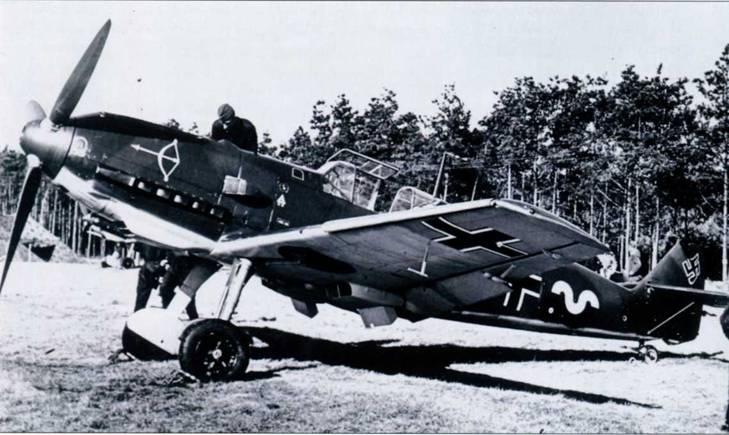 Bf 109E-1, на котором летал обер-лейтенант Вальтер Эзау, командир эскадрильи 1./JG 20 в Бранденбург-Бристе (Германия, 1939-1940 гг.) Сначала 1./JG 20 дислоцировалась в Широтау (Силезия), а затем в сентябре 1939 г. переброшена на защиту Берлина, став в июле 1940 г. группой III./JG 51.