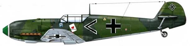 Bf 109Е-1 из l./jg 51, Ойтинген, Германия, сентябрь 1939 г. Пилот Oberleutnant (старший лейтенант) Йозеф Приллер, Gruppenadjudant (адъютант группы), впоследствии командир эскадры JG 26. Он пилотировал один из двух Focke-Wulf Fwl 90А-8, которые утром 6 июня 1944 г. совершали боевой вылет в район побережья, где высаживались союзники. Этот ас закончил войну со 101 победой, которые он одержал на Западном фронте. Верхние поверхности: RLM 70/71 Нижние поверхности: RLM 65
