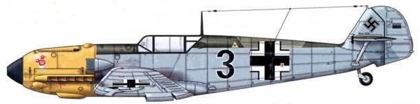 Bf 109Е-4 из 8./jg 54, Битва за Британию, сентябрь 1940 г. Пилот Leutnant (лейтенант) Эрвин Лайкауф. Верхние поверхности: RLM 70 и 71. Нижние поверхности: RLM 65. Некоторые источники сообщают, что у самолета руль направления окрашен RLM 04, а заостренный кок винта был белым с черной полосой.