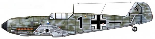 Bf 109Е-4 из 5./JG 77, Норвегия, август 1940 г. Пилот Feldwebel (сержант) Роберт Менге. Камуфляж: RLM 71/02 (верхние поверхности), RLM 71 (боковые поверхности), RLM 65 (нижние поверхности), или RLM 74/75/76.