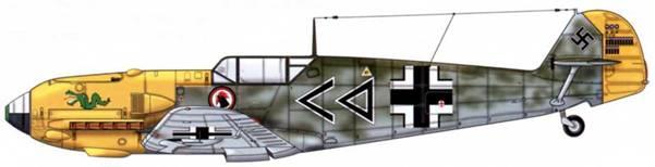 Bf 109Е-4 из 1 ./jg 3, Франция, конец 1940 г. Пилот Hauptmann (капитан) Ганс «Асси» Хан, командир группы l./JG ! Голова петуха – личная эмблема пилота летчика. Верхние поверхности: RLM 70 и 71. капот двигателя и руль направления: RLM 04. Нижние поверхности: RLM 65.
