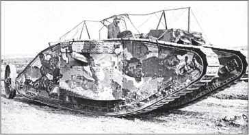 Тяжелый танк Mk I «самка» с проволочной сеткой («обезьяньей клеткой») на крыше. Одна из первых фотографий британских танков, опубликованная в открытой печати.