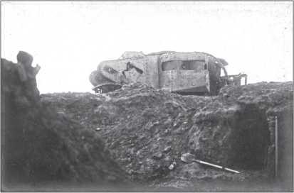 Танк Mk II «самка», разрушенный взрывом под Аррасом.