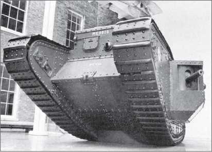 Тяжелый танк Mk IV «самец». Видны установки пулеметов и орудия.