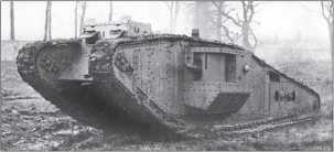 Тяжелый танк Mk IV «самец», переделанный в вариант «Тэдпол». Можно увидеть, как увеличивалась длина опорной поверхности гусеницы.