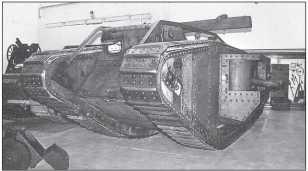 В Музее Армии и военной истории в Брюсселе у Mk IV (показан с балкой самовытаскивания) есть и другие интересные соседи — например, французский «катучий» щит.