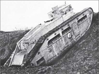 Средний танк Mk С «Хорнет» на испытаниях. Обратим внимание на расположение установок для пулеметов, вывод выхлопной трубы, особенности устройства ходовой части.