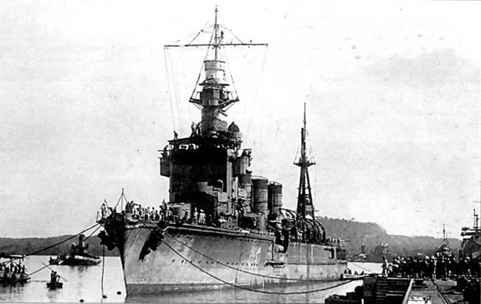 Легкий крейсер «Натори», снимок датирован 3 февраля 1943г. На крыше надстройки смонтирован оптический дальномер. Крейсера данной серии сидели в воде ниже, чем 5500- тонные крейсера более ранней постройки.