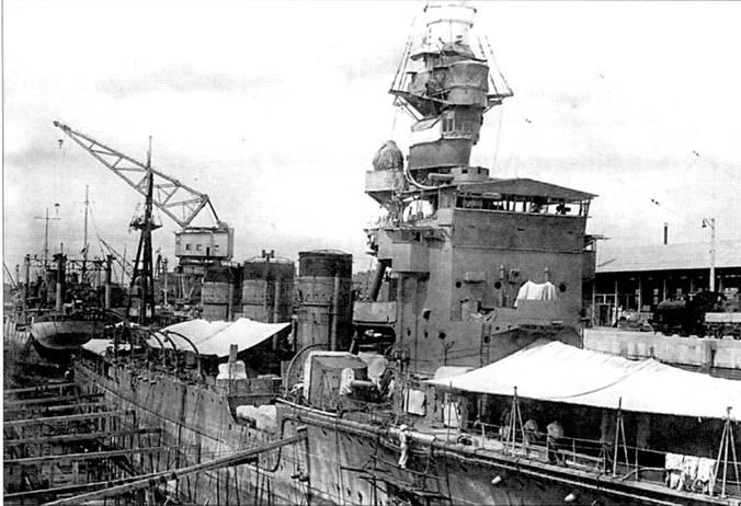 Легкий крейсер «Натори» в сухом доке Сингапура на ремонте, 1 апреля 1943г.
