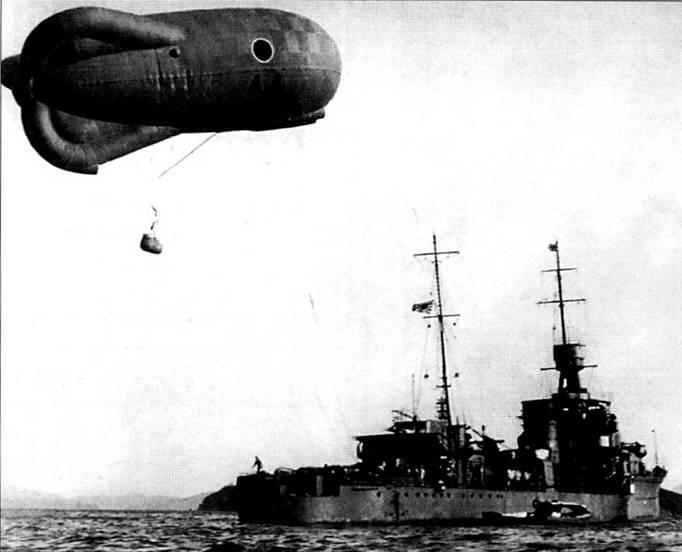 Легкий крейсер «Юбари», 1925г. в самом начале карьеры на крейсере для ведения наблюдения использовался не гидросамолет, а привязной аэростат.