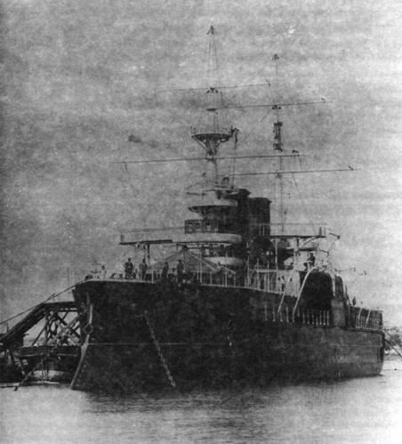 """""""Двенадцать Апостолов"""" на достройке. На корабле идет установка купола над фор-марсом. 1892 г."""