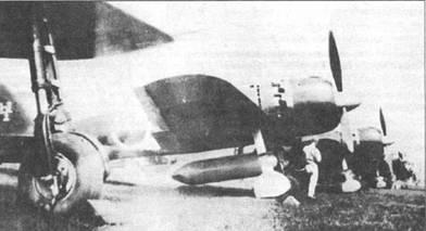 Крыло самолета «Зеро» модель 52 разработана па базе крыла «Зеро» модель 32, однако его размах меньше, а шконцовки выполнены скругленными. Ни снимке – «Зеро» модель 52 из подразделения Омура Сасебо кокутай, авиабаза Омура, середина 1944 г. Маркировка киля весьма необычна. Под фюзеляжем подвешен 330-литровый деревянный топливный бак.
