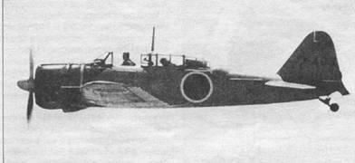 Оранжевый A6M2-К с бортовым кодом «TSU-403» из Цукуба кокутай в полете, начало 1944 г. Обратите внимание на окраску носа самолета – диагональную границу черной и оранжевой краски. Мачта радиоантенны смонтирована на фонаре между сиденьями первого и второго летчиков. Хвостовая опора шасси находится в выпущенном положении.