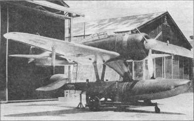 «Зеро» модель 11 послужил основой для гидроплана 15 Ши. С истребителя сняты опоры шасси и тормозной гак, вместо них на подкосах закреплен массивный поплавок. Как ни странно, поплавок и подкосы не намного увеличили лобовое сопротивление самолета.
