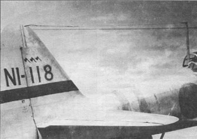 На самолете борт «N1-118» летал лейтенант Кейзо Ямацаки из 802-го кокутай. Самолет целиком окрашен в светло-серый цвет, бее полосы вокруг фюзеляжа – средне-голубые. Полоса на вертикальном оперении, литеры кода и отметки о победах – красные. Снимок сделан 11 февраля 1943 г. на базе гидропланов на Соломоновых островах.