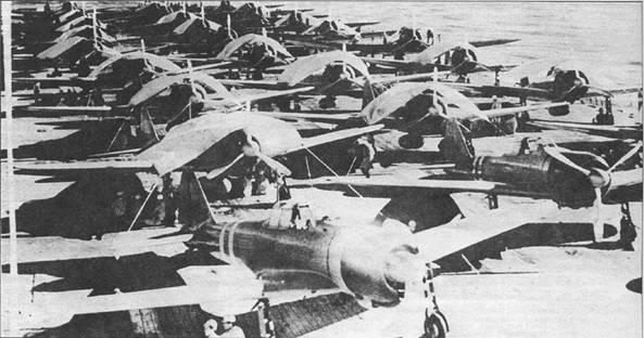 Авианосец «Дзуйкаку» входил в состав ударного соединения вице-адмирала Такаги. Палуба корабля заставлена самолетами. Авианосец держит курс в Коралловое море, чтобы поддержать высадку десанта в Порт-Морсби. Сражение в Коралловом море стало первой битвой авианосцев, в которой корабли противника так и не сошлись до дистанции взууалыюго обнаружения. Японцы потеряли легкий авианосец «Сехо», авианосец «Сёкаку» получил повреждения. Потери американцев – потопленный «Лексингтон» и поврежденный «Йорктаун». Самим ужасным для императорского флота стала гибель значительного числа опытнейших морских летчиков.