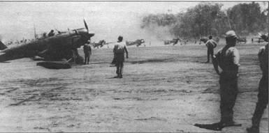 В ходе операции «I-GO». японского контрнаступления на Гуадалканал, истребители «Зеро» были переброшены с главной базы в Рабауле на передовой аэродром Бугенвиль на Буине. На снимке – A6M2 модель 21 из 204-го коку тай. Самолеты окрашены в светло-серый цвет, поверх которого нанесены камуфляжные пятна и разводы темно-зеленого цвета.
